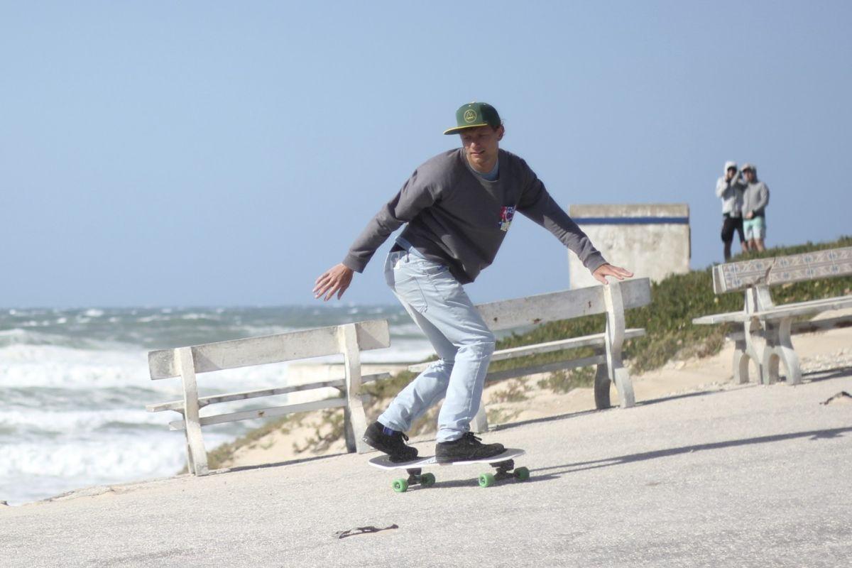 Asphalt-Surfen: Wie Surfskates dich zu einem besseren Surfer machen