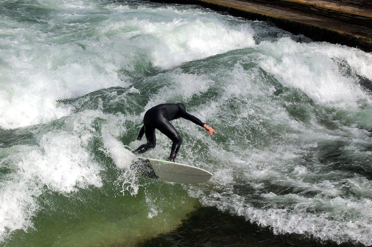 Stehende Welle Surfen - Beitragsbild Surf-Lexikon